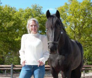 Wendy Rientjes bij nieuwsbericht over re integratie coaching met paarden